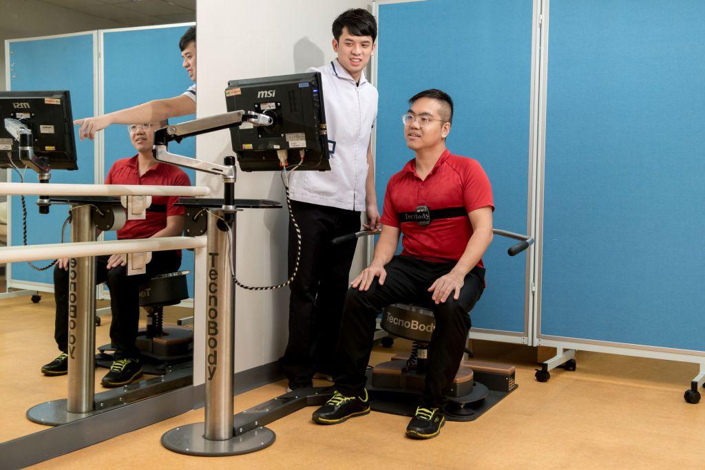 持續復健中心的中風康復部亦為中風人士提供復康治療。