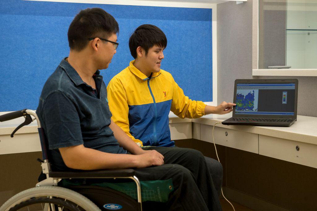 協會復康座椅服務為有需要人士度身訂造適合座椅。