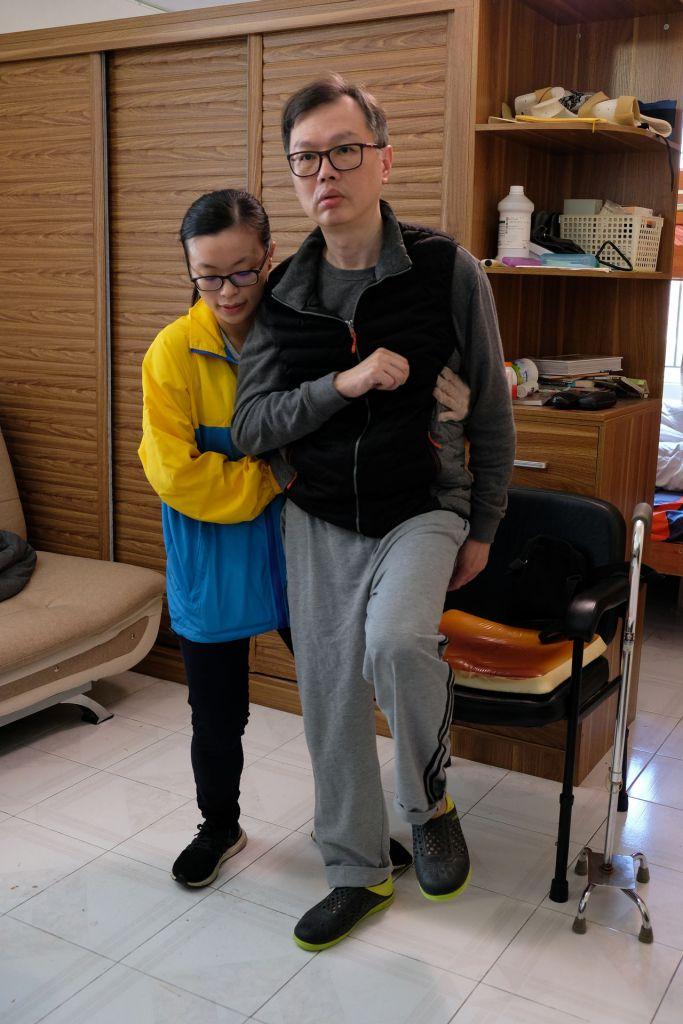 職業治療師為中風人士提供家居訓練。