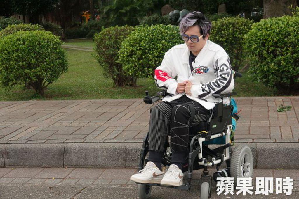 頸部以下癱瘓的林政緯,已經坐在輪椅上13年
