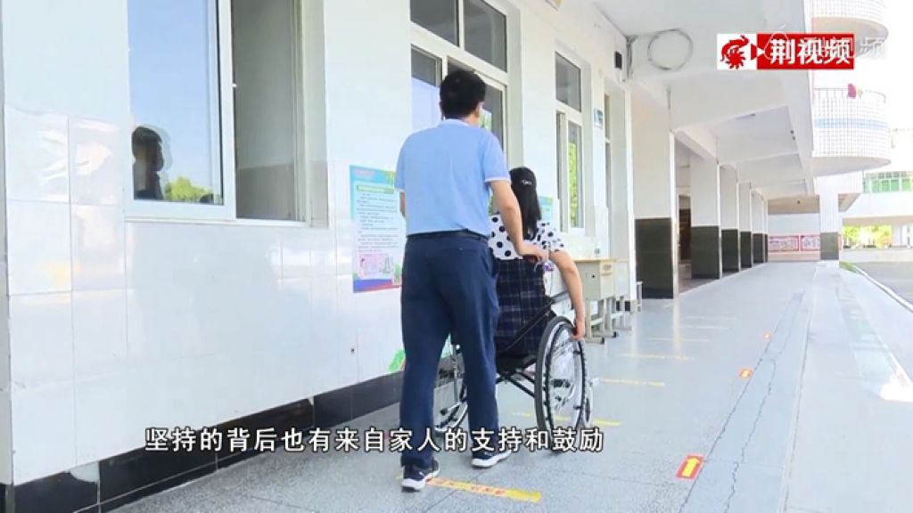 負傷坐輪椅回校 陪應屆高考生進退:盡最大努力愛學生