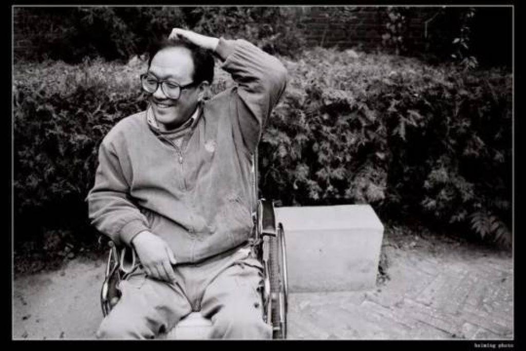 他大半生在輪椅上度過,卻比大多數正常人站得更高,走得更遠