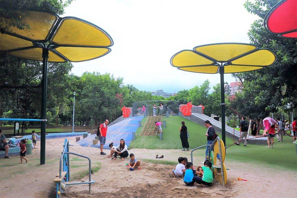 設於榮星公園裡的臺北市第一座共融式遊戲場