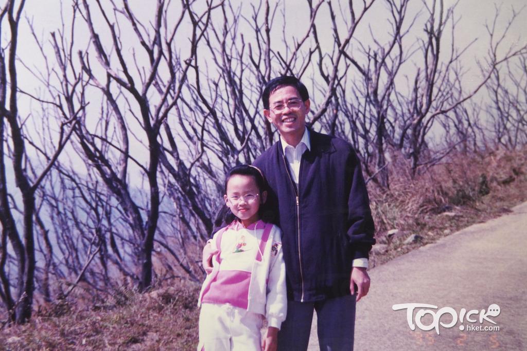 Lolitta小時候會跟著爸爸步伐,父女檔一起四處遊歷。