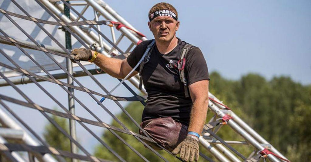 Kacey McCallister完成斯巴達障礙賽。這消息令Kelvin非常鼓舞。