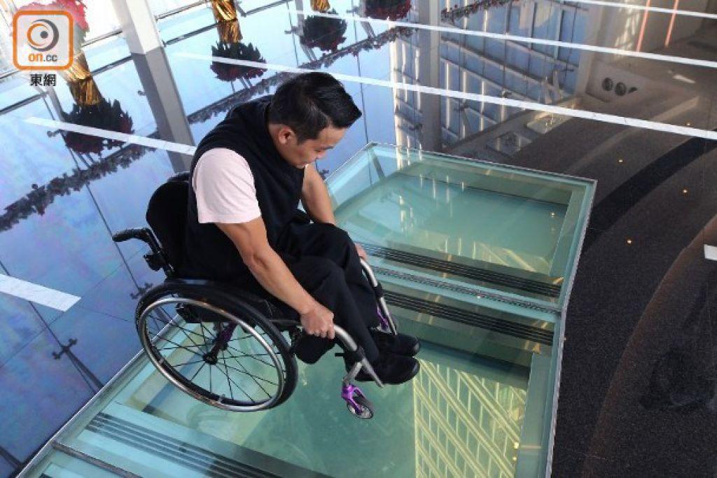 黎志偉坐輪椅攀318米高廈 劇透闖關過程