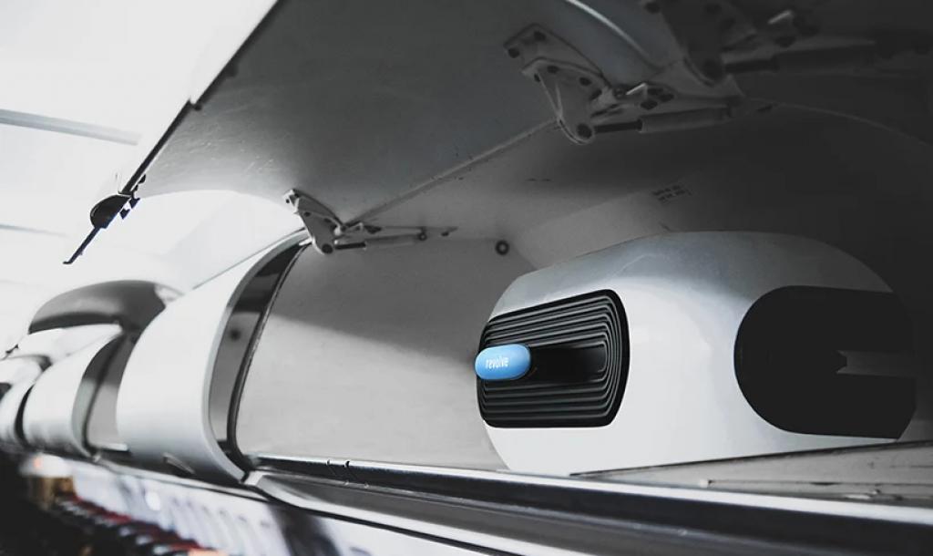Revolve Air是折疊輪椅可整齊地放在頭頂儲物櫃中
