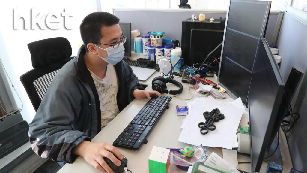 身障人士Ken於2019年底加入iEnterprise,在電腦科技上有突出的表現,加上他樂於學習,甚至會花時間自我增值,所以林家強讓他發揮所長,處理公司所有電腦科技技術相關的項目。