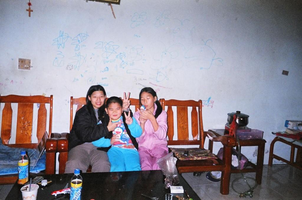 Mina兒時舊照。(受訪者提供)