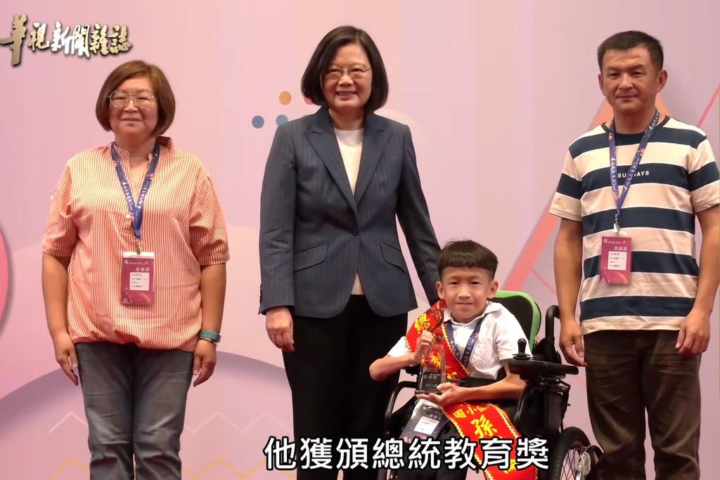 翊倫獲頒總統教育獎。
