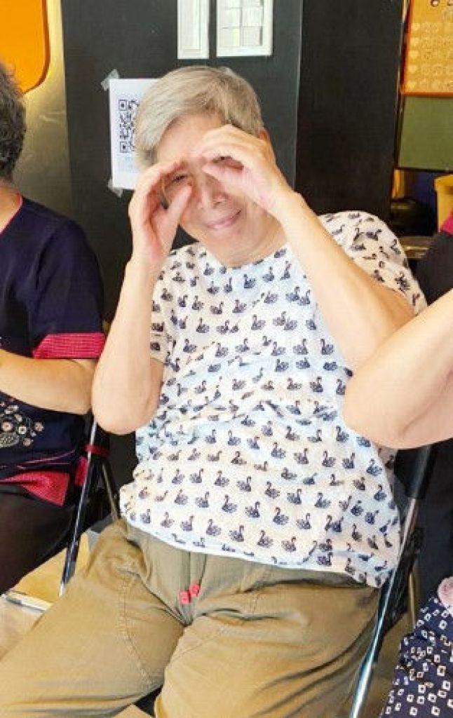 張曼娟的媽媽曾有一段時間情緒不穩定,就醫發現有輕微憂鬱症,用藥治療後,現在是快樂的老太太。