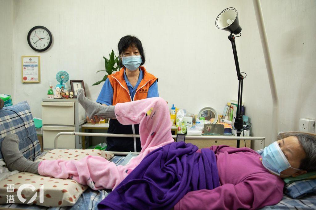 保良局的照顧服務,除了日常陪診外,亦包括上門復康活動。