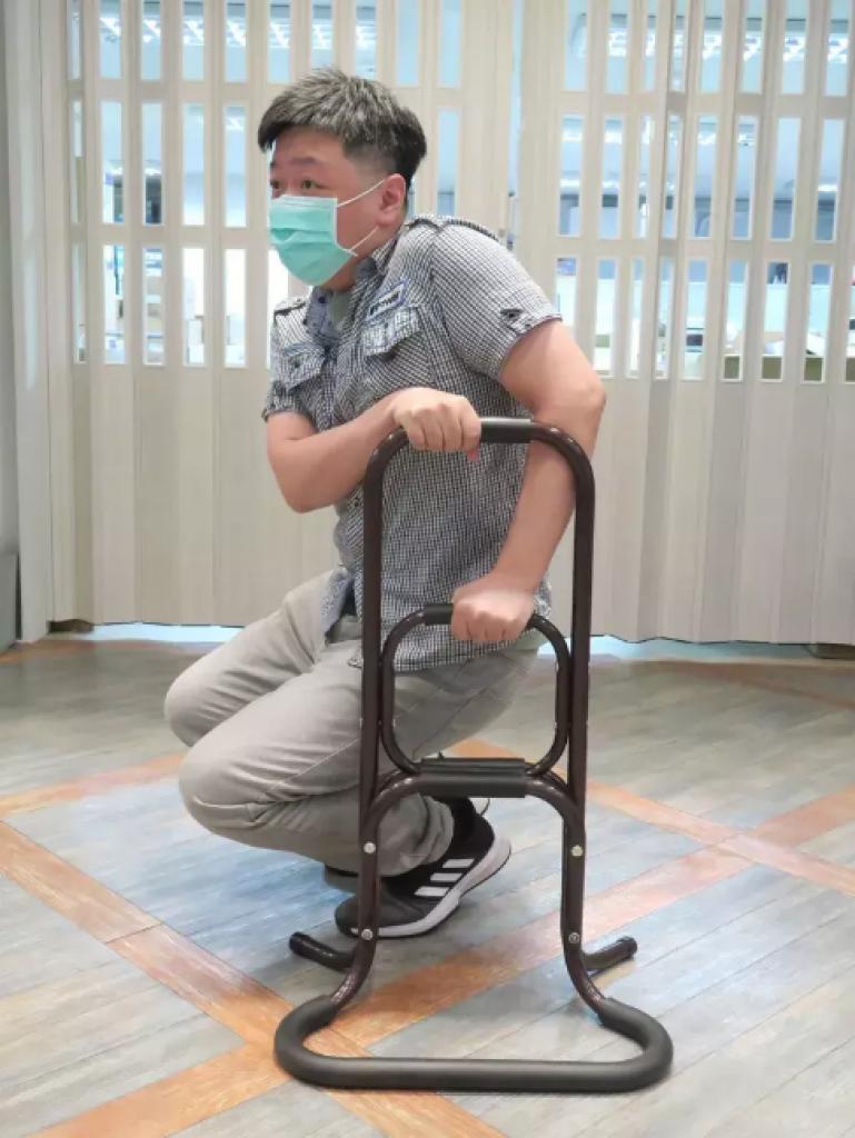 三段式輕鬆起身扶手提供各種高度的握緊支撐,多了強而有力的依靠。