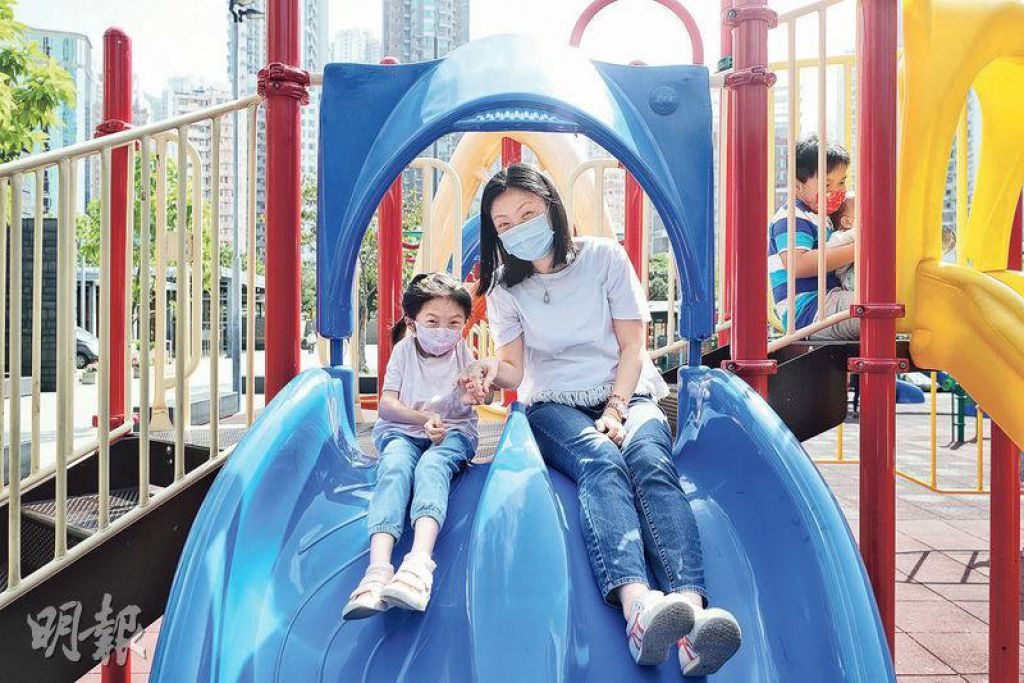 雖然Haley(左)身患頑疾,但Yoki(右)相信希望在明天,用超強的正能量,為寶貝女撐起一片藍天!