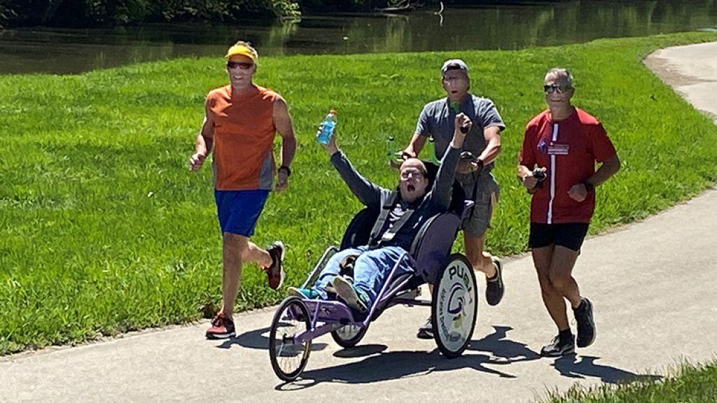 新的非營利組織向當地男子致敬,讓殘疾運動員可以參加比賽