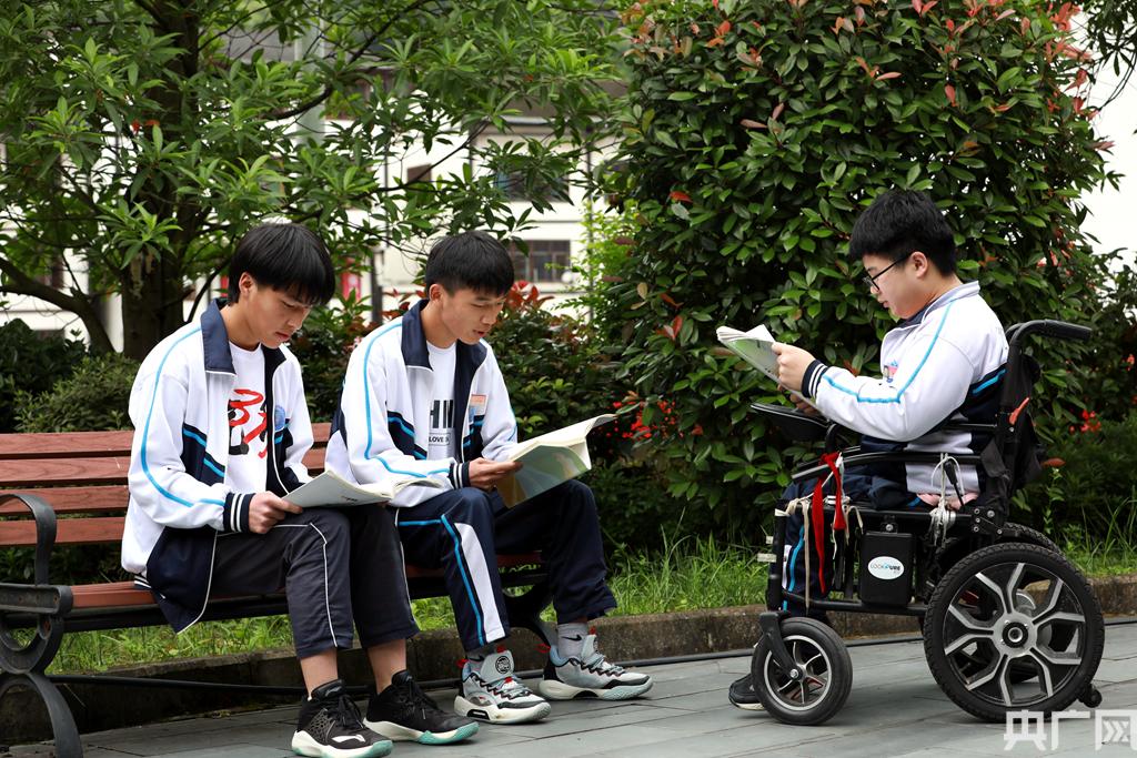 """貴州劍河:""""輪椅少年""""築夢高考"""
