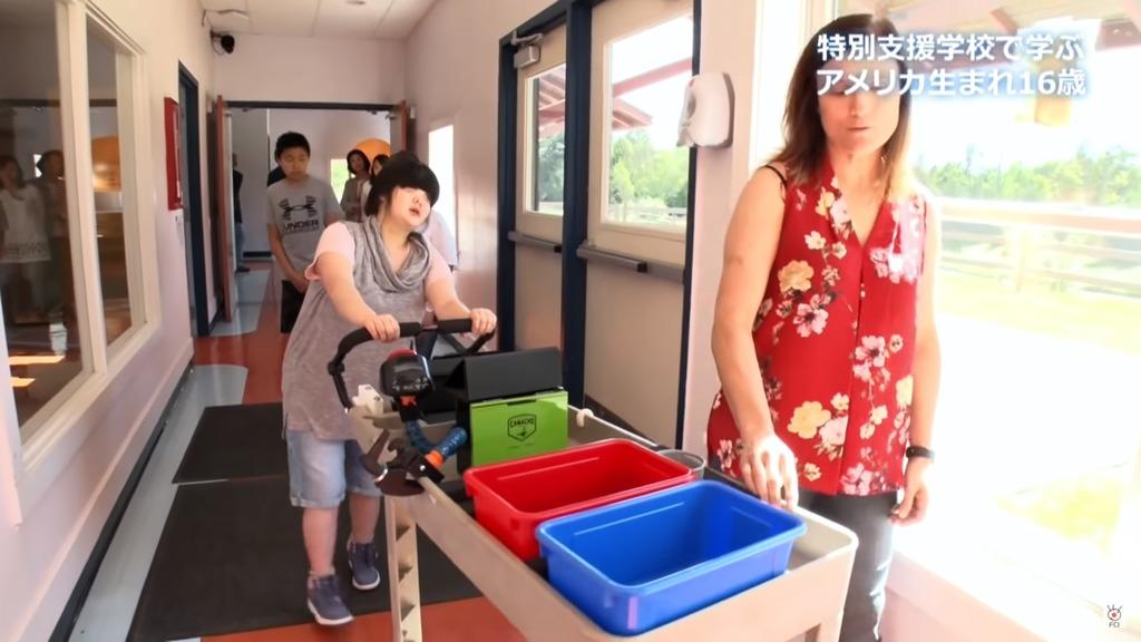 千璃在學校學習生活技能。