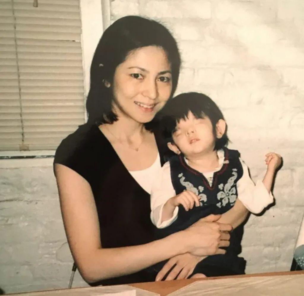 倉本美香誕下長女千璃,發現女兒天生患有無眼球症。