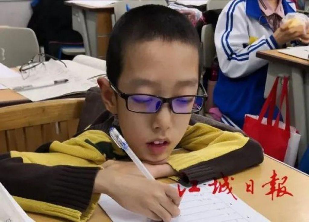 18歲漸凍人考進北航科工 輪椅上18公斤小身板立志做「中國霍金」