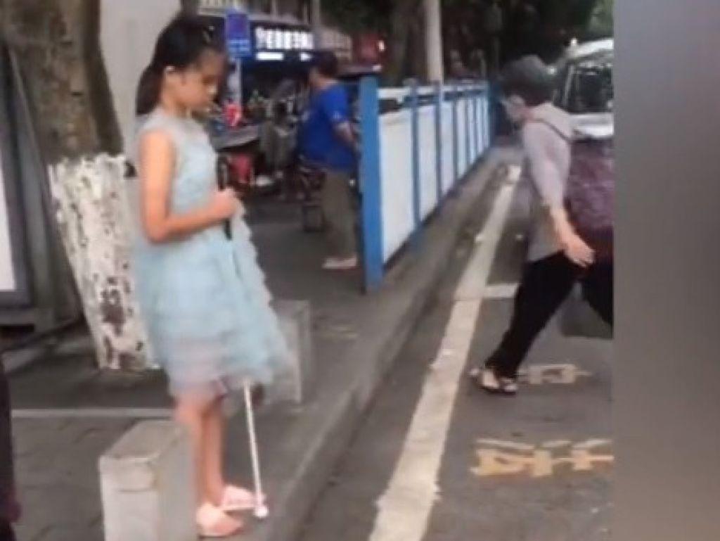 過馬路是另一項挑戰。