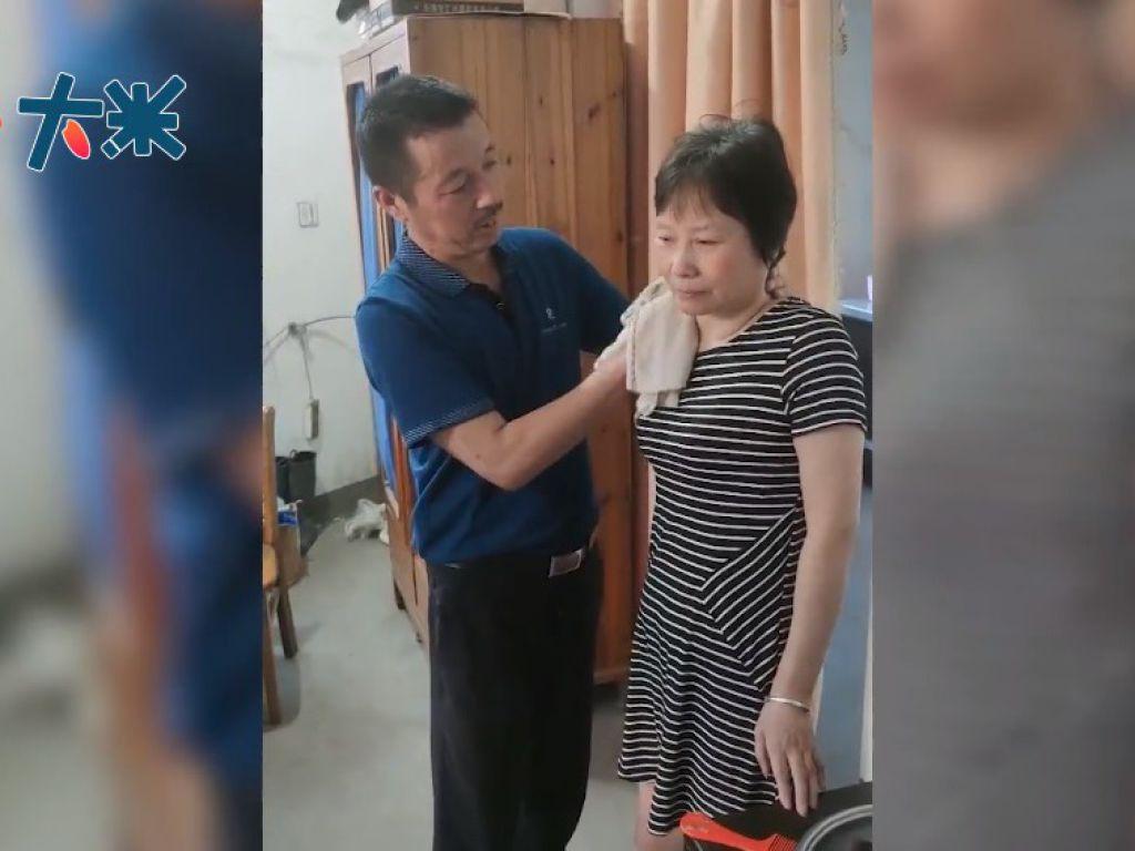 妻子在接受手術後,現能靠助行架慢慢走路。