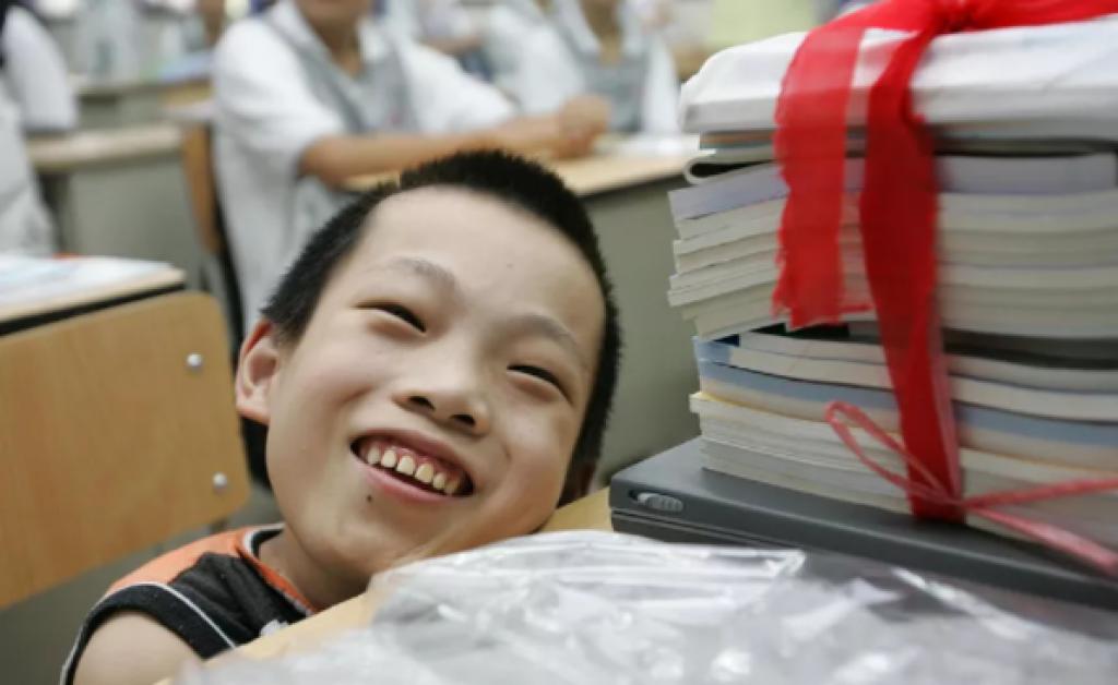 醫生直言他活不過20歲,但陳彬一直保持樂觀。(圖片來源:新華報業網)