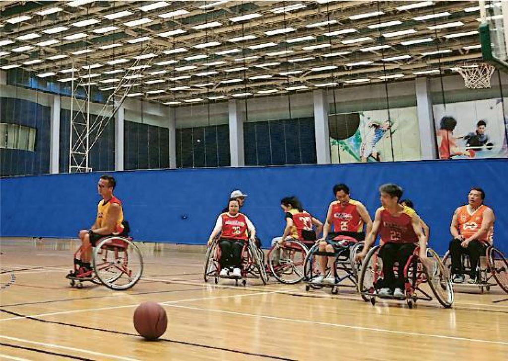 籃球輪椅車輪直徑可達68厘米,方便運動員快速轉向。