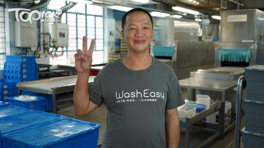 梁沛林(林哥)為輕度智障人士,為團隊中的「小隊長」,已在「智易洗」洗碗工場工作了5年。工餘時間,他更會舞師,曾多次出國表演。