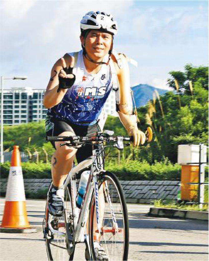 實現夢想——岑幸富利用傳統義肢踩單車,並學會游泳,完成三項鐵人賽,挑戰自己。
