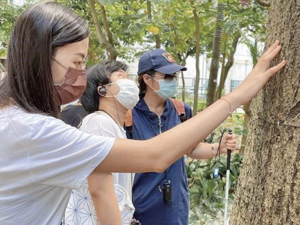 賽馬會一「瞳」起動口述影像計劃舉辦了不少活動,包括木棉樹社區口述影像導賞團。
