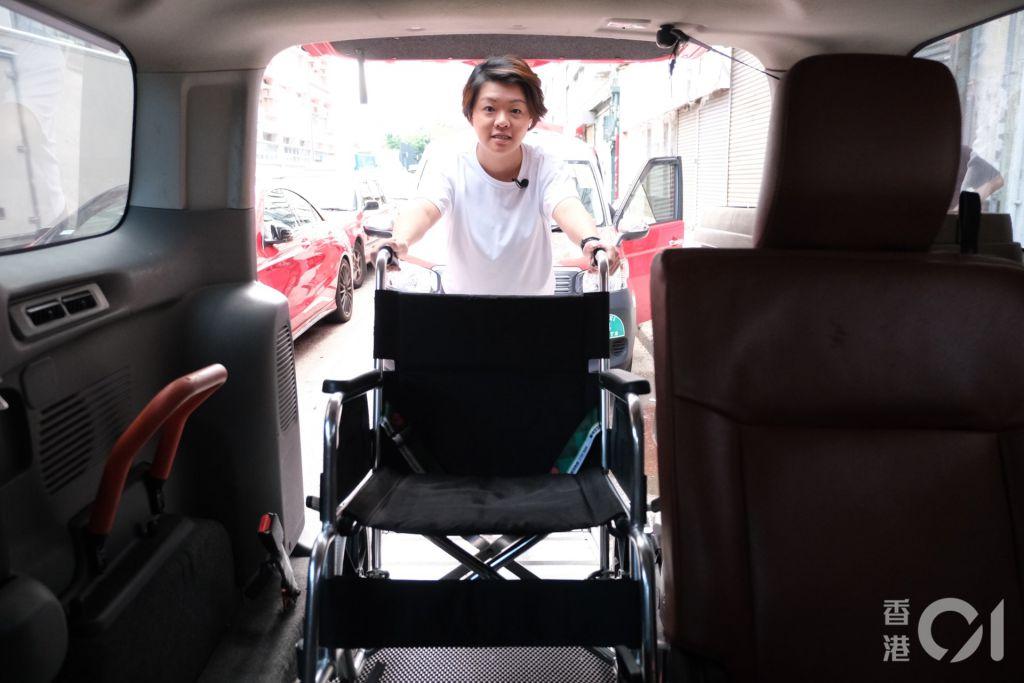 現時星群的士使用的日產NV200車款,使用後門上落,更有安全裝置避免輪椅溜後,對輪椅人士更友善,惟預計兩年後所有車會退役。