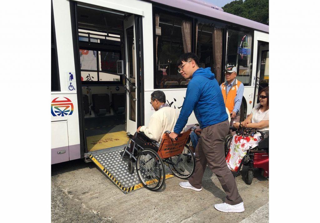 让身障、老人搭公车更便利 府城客运加强司机训练