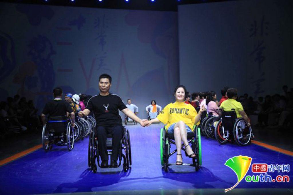 """美无差别!轮椅模特诠释无障碍服饰为何""""非常美"""""""