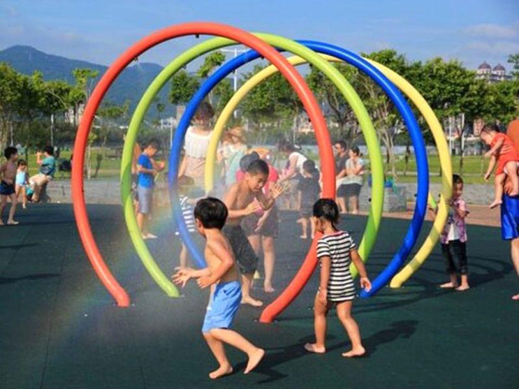 暑假遛小孩首选 大佳河滨公园共融游戏场开放