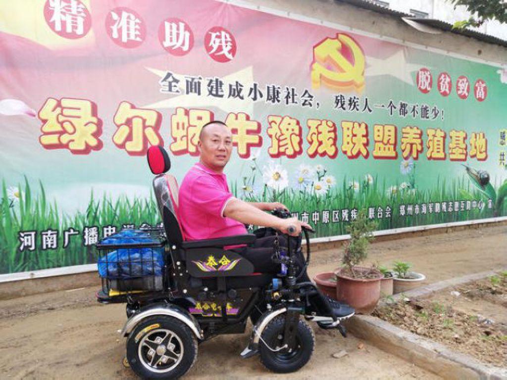 """轮椅上的公益人袁海军: 要用养殖技术帮残疾人""""站起来"""""""