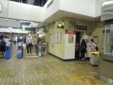 站内设有电梯连接月台及大堂