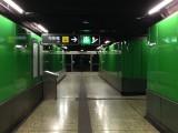 月台往升降機的通道