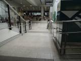 機場立內的斜道設計