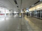 機場站通道闊落