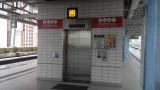 站內設有1部電梯連接月台及大堂