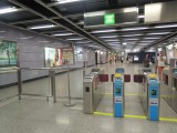 C出口連接樓梯,但另設電梯,大致適合輪椅/行動不便人士出入