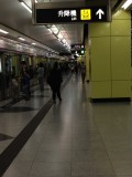 各月台均设有升降机