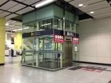 连接月台及大堂之升降机