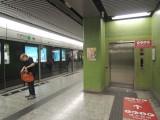 站內設有電梯連接月台及大堂,位於月台/大堂一端(近往調景嶺方向一邊)