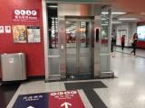 大堂往月台的升降机