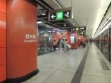 调景岭站内设有1部电梯连接月台及大堂,位于车中间位置