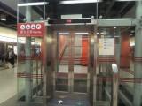 將軍澳站內設有1部電梯連接月台及大堂,位於車中間位置