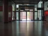 B出口不設輪椅/行動不便人士出入口,出口連接少量樓梯,不適合輪椅/行動不便人士使用出入