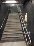 A1 出口設輪椅升降台,但目前正進行工程,不能使用。