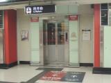 荃灣站只有1部電梯連接月台及大堂,位於往中環方向列車中間位置